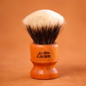 blaireau-mred-finest-badger-26-mm-sur-acajou-fan-n3