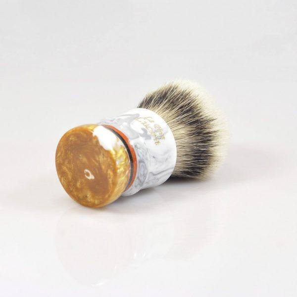 blaireau-mred-le-pere-lucien-26mm-hmw-sur-resine-gris-or