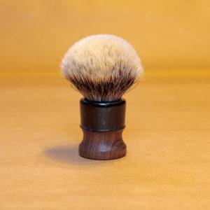 blaireau-mred-lpl-26mm-finest-bulb-sur-noyer-resine-noire