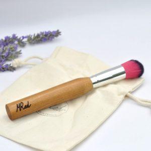 pinceau-de-maquillage-manche-en-bois-biseaute-touffe-rose